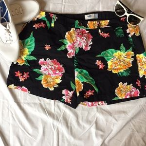 Old Navy black floral shorts 14